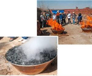 モキ製作所の無煙炭化器の実演写真